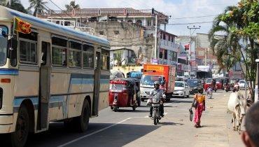 Normaler Tag auf den Hauptstraßen Sri Lankas